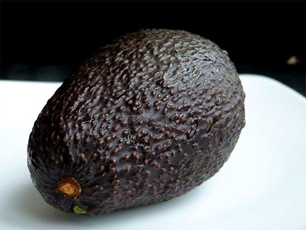 Fota: czarne awokado 1