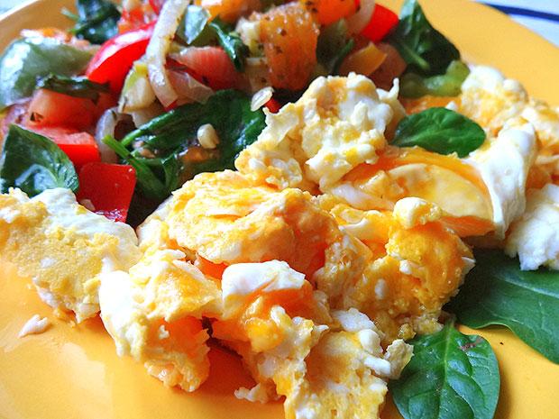 jajecznica z warzywami_a