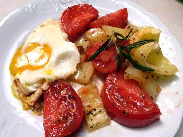 Fota: jajko sadzone_pomidor papryka 1