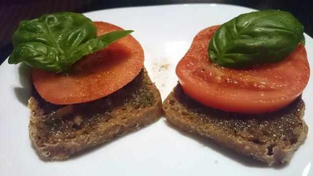 Fota: kanapka z pomidorem _pesto 1